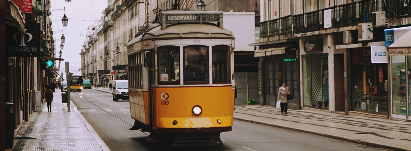 Lissabon yellow tram